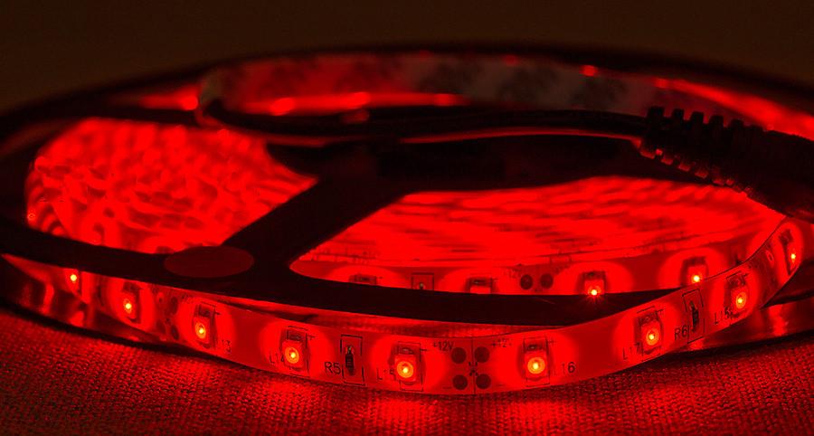Dilux - Светодиодная лента SMD 3528 60LED/м, влагозащищенная IP65, красная.