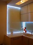 стеклянный фартук для кухни т.н. скинали, с подсветкой на основе светодиодов. стекло 6мм каленое + матирование с обратной стороны