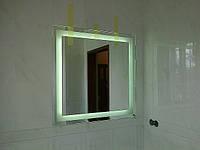 зеркало для ванной комнаты с подсветкой на основе светодиодной ленты. зеркало влагостойкое. Зеркало вклееное в нишу из плитки.