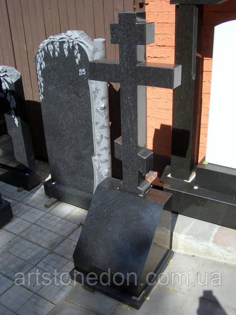 Крест гранитный с подставкой