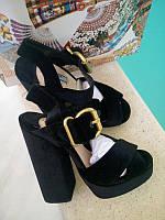 Босоножки Prada на высоком каблуке бархатные черные 4be999c47223a