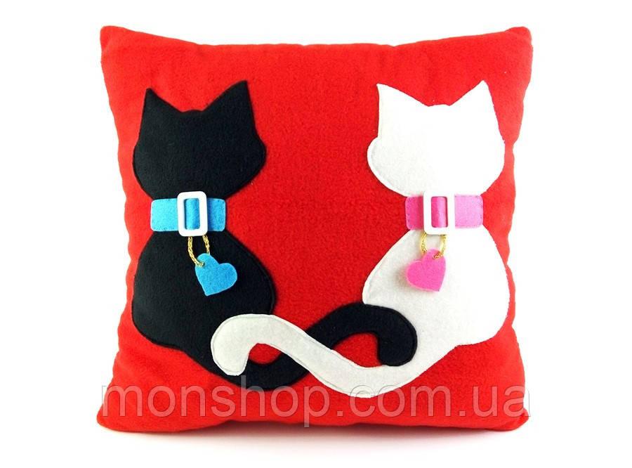 Подушка закохані коти.