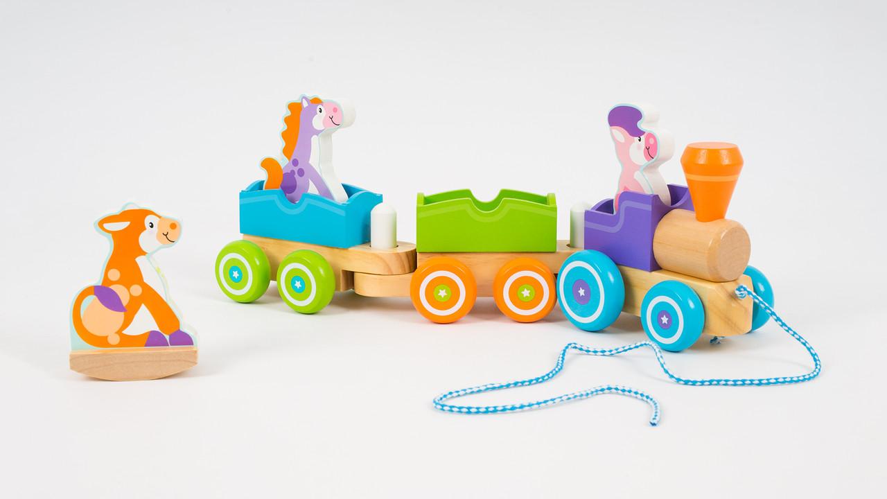 Деревянная каталка - поезд. С фигурками животных