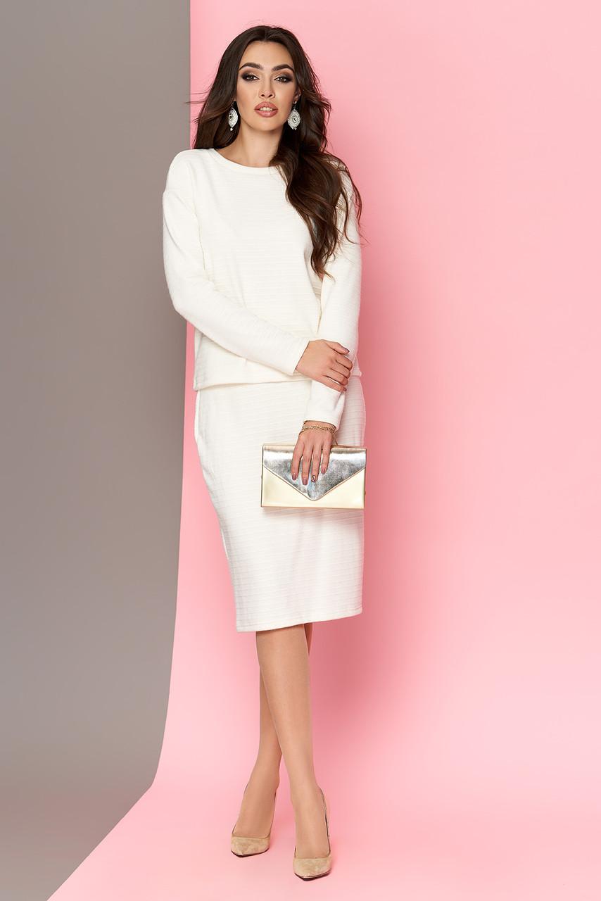 Женский теплый юбочный костюм из шерсти белый