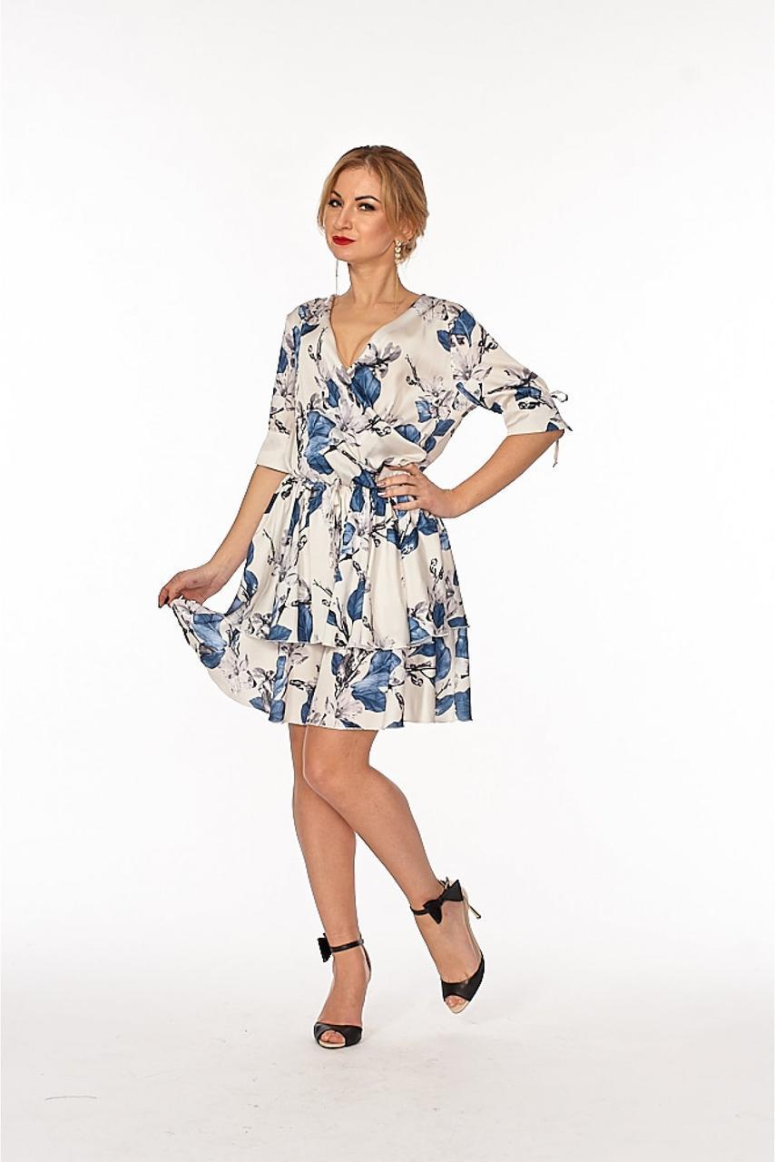 Яркое женское платье бирюзового цвета