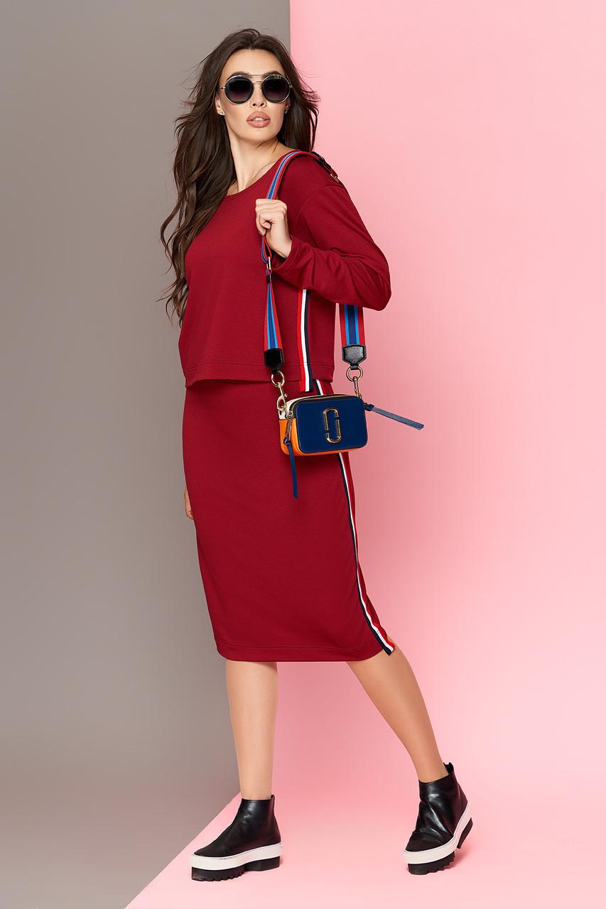 Женский костюм с юбкой и кофтой бордовый