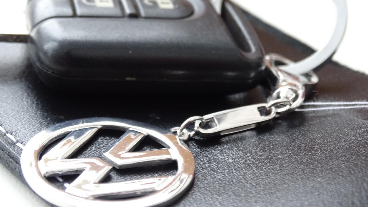 """Серебряный брелок для ключей на автомобиль """" Volkswagen """""""