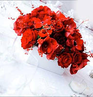 Украшение стола цветами, оформление тканью стола молодоженов, свадебный фон, цветы на стол молодых, композиции на столы гостей