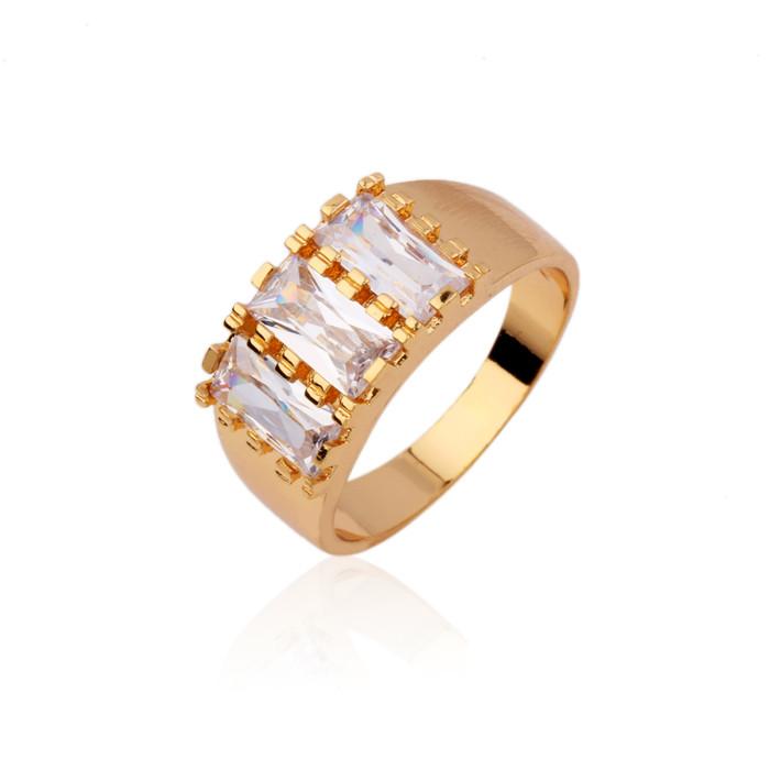 Широкое кольцо с фианитами огранки багет