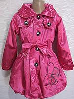 Атласный плащ для девочек украшен вышивкой