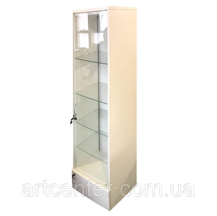 Шкаф-витрина с подсветкой и прозрачными стеклянными полочками
