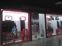 Комплексное оформление витрины обувного магазина