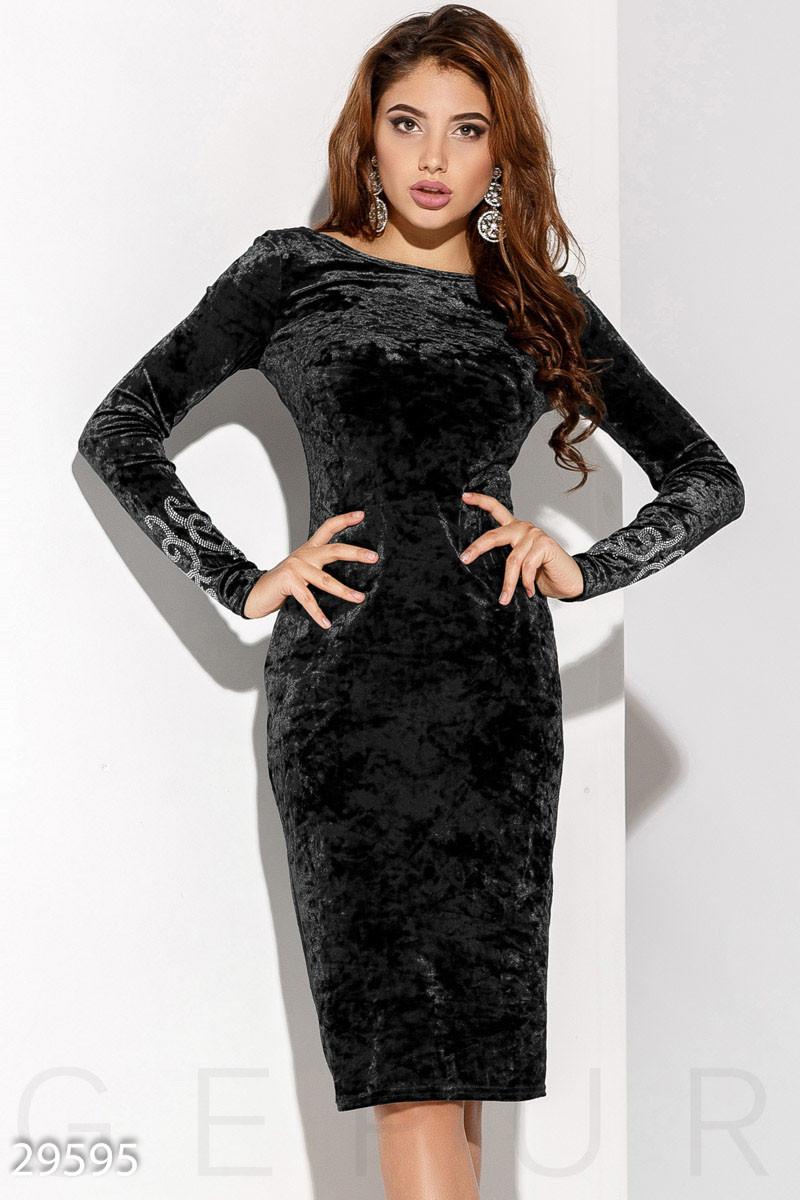 Черное платье миди из бархата