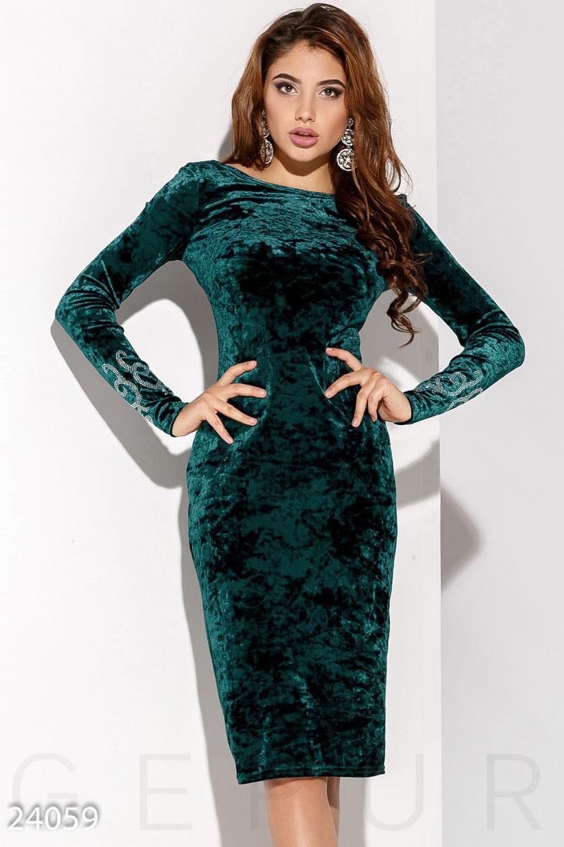 Изумрудное платье миди из бархата