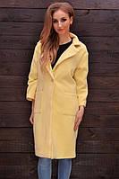 Женское желтое пальто на одну пуговицу