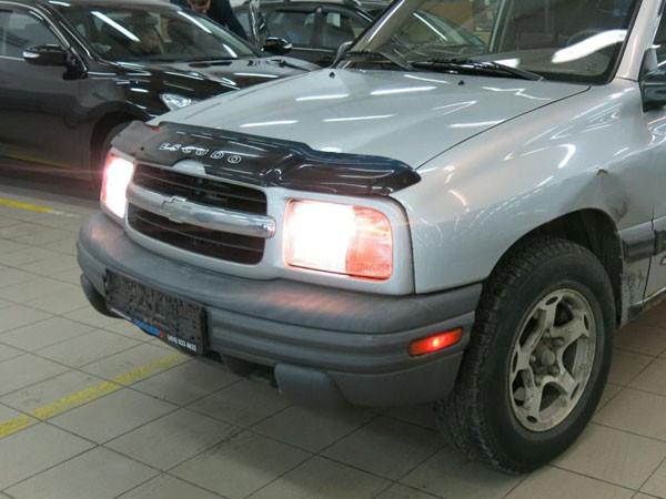 Дефлектор капота (мухобойка) Chevrolet Tracker с 1999 г.в
