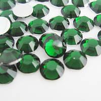 Недорогие стразы Emerald ss16 (4мм) Цена за 100шт.