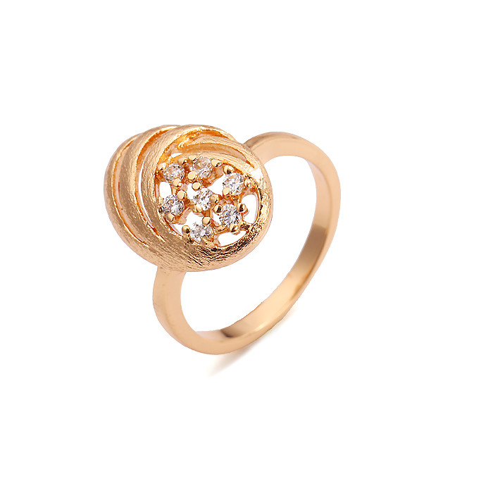 Элегантное кольцо с 7 фианитами