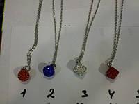 Длинные цепочки с кулонам и медальонами