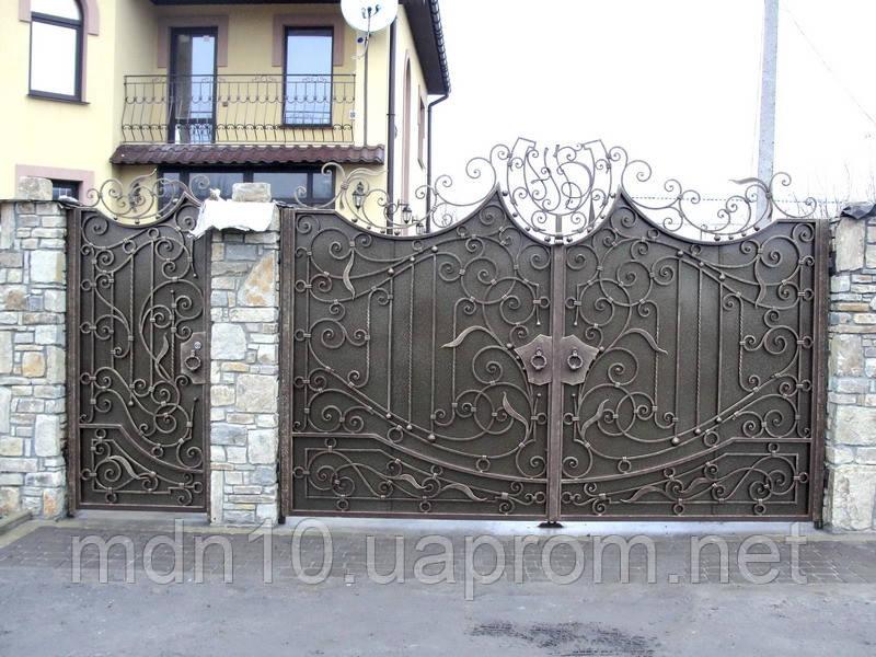 Ворота кованые с фамильным вензелем (MS-VKR-002)
