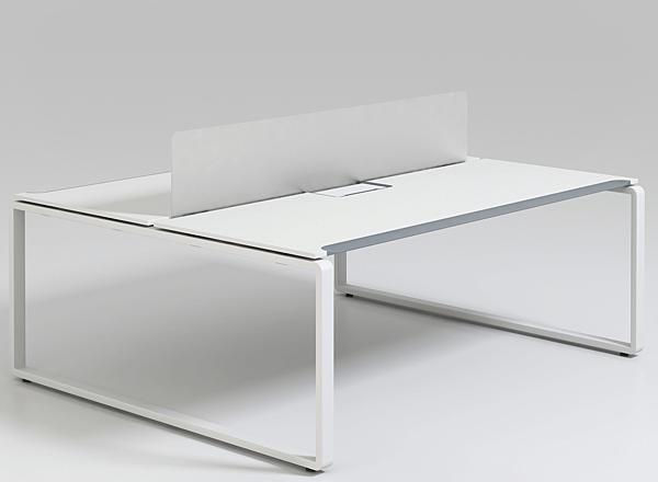Офисный стол на металлических опорах для двух сотрудников c акриловым экраном KBS