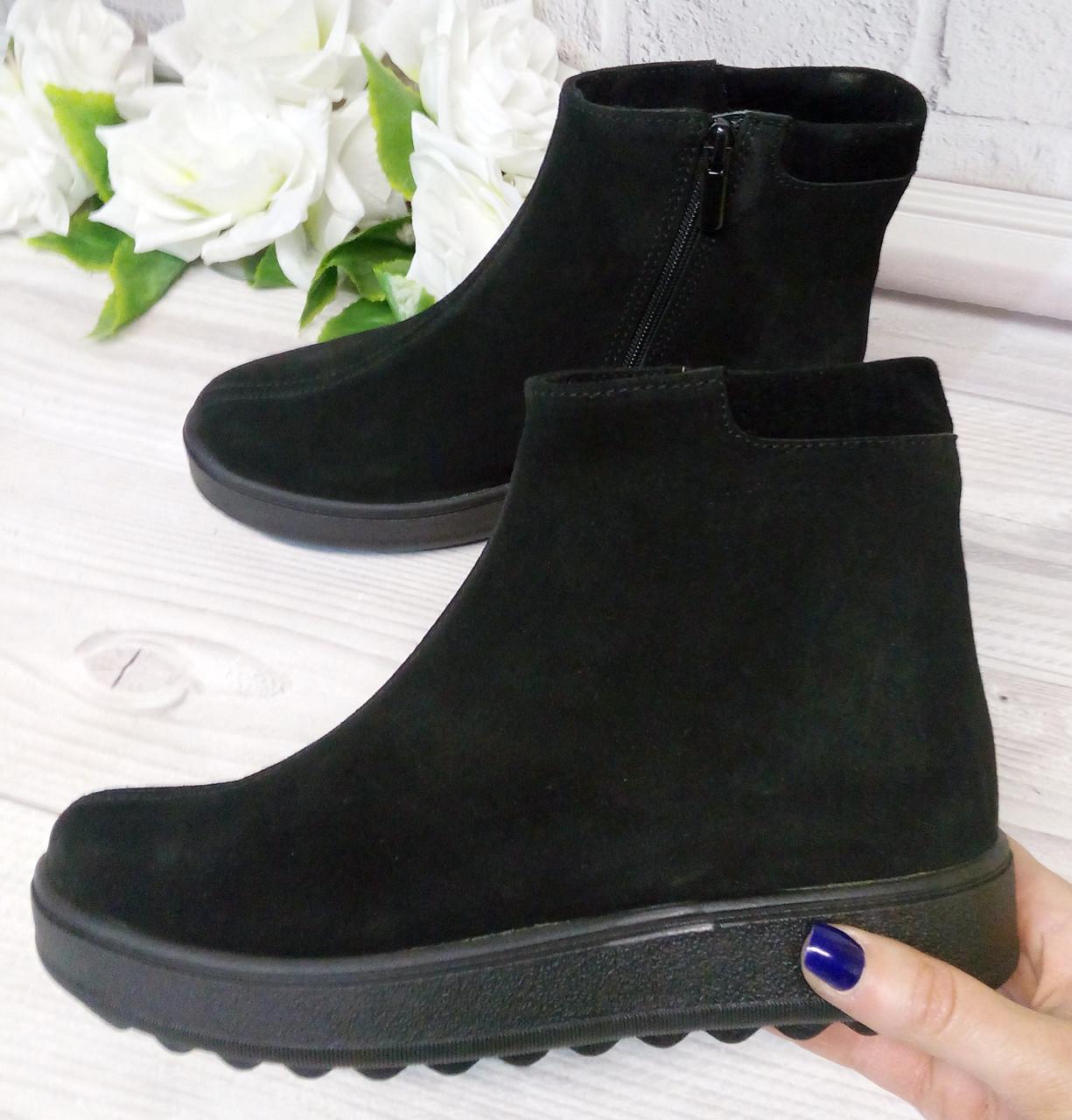 Замшеві черевики на платформі. Фабрична взуття.