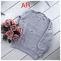 Женский стильный свитер серый с жемчугом