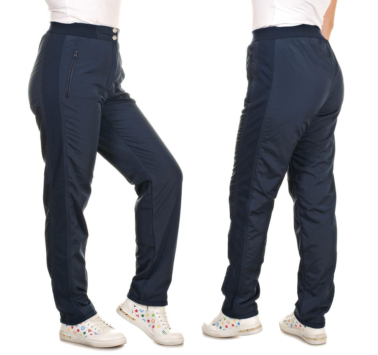 Жіночі темно-сині зимові теплі штани з плащової тканини на флісі розміри 48-56