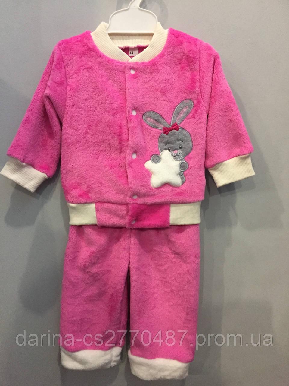 Махровый костюм для девочки с зайчиком