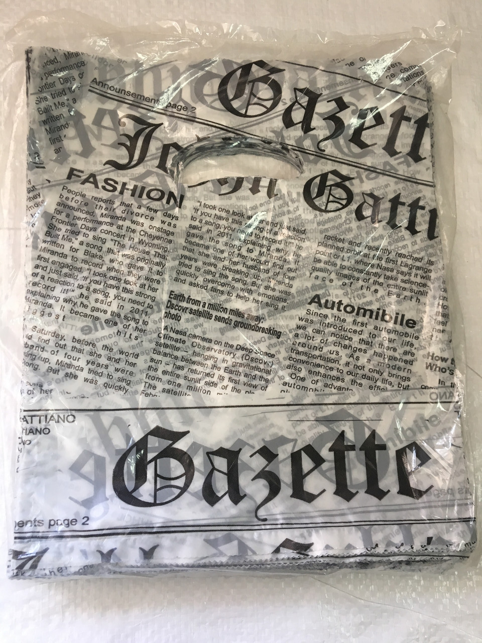 Полиэтиленовый пакет с прорезной ручкой ''Газетка белая'' 200*240 мм, 100 шт
