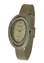 Часы женские наручные на плетеном браслете