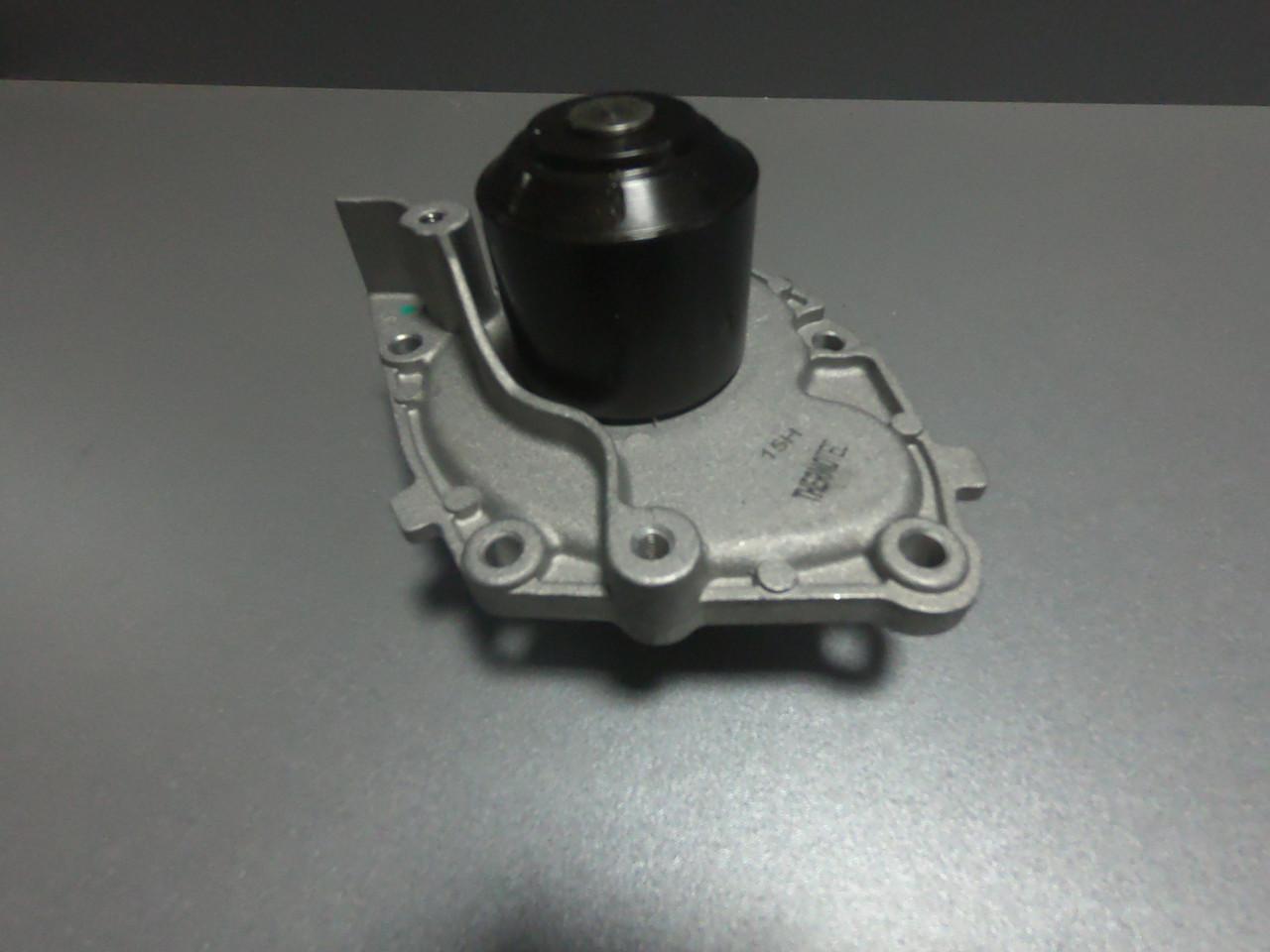 Помпа,(водяной насос,насос охлаждающей жидкости) Renault 1.9dCi