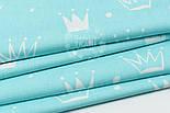 """Лоскут ткани """"Нарисованные короны"""" белые на светло-бирюзовом №1563а, фото 3"""