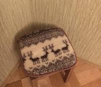 Накидка на стулья из овчины 50х50, олени