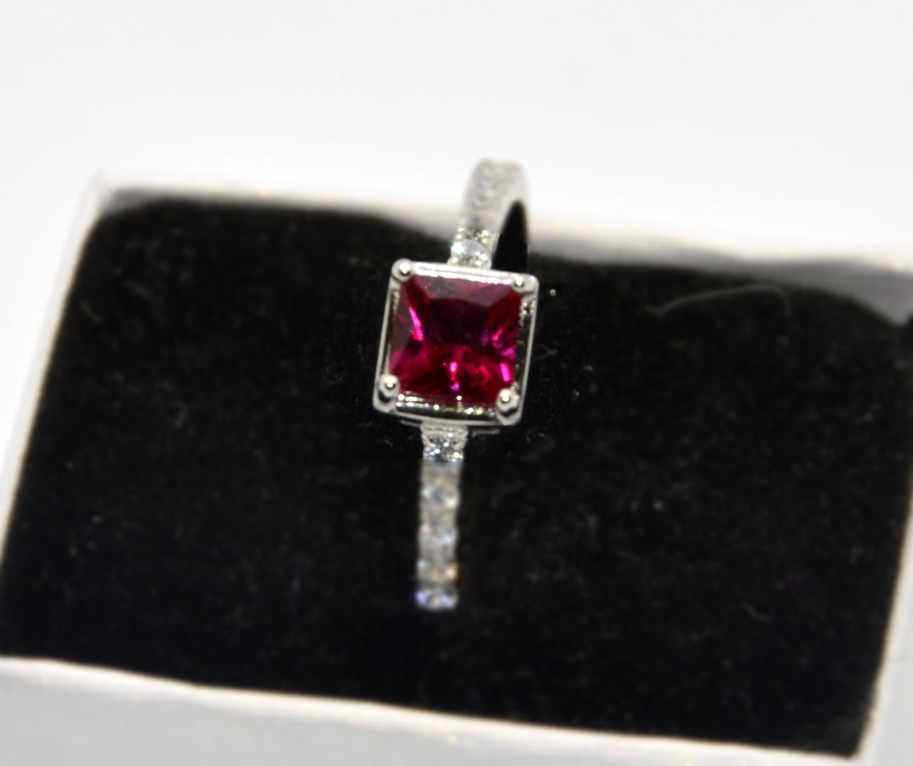 Серебряное кольцо, Нежность, с камнем нано рубин и фианитами 18 размер