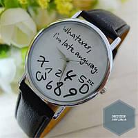 Часы с беспорядком букв на циферблате
