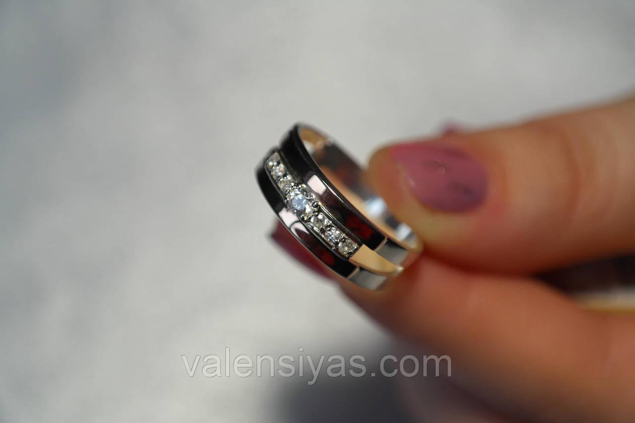 Кольцо из серебра с вставками золота и фианитами
