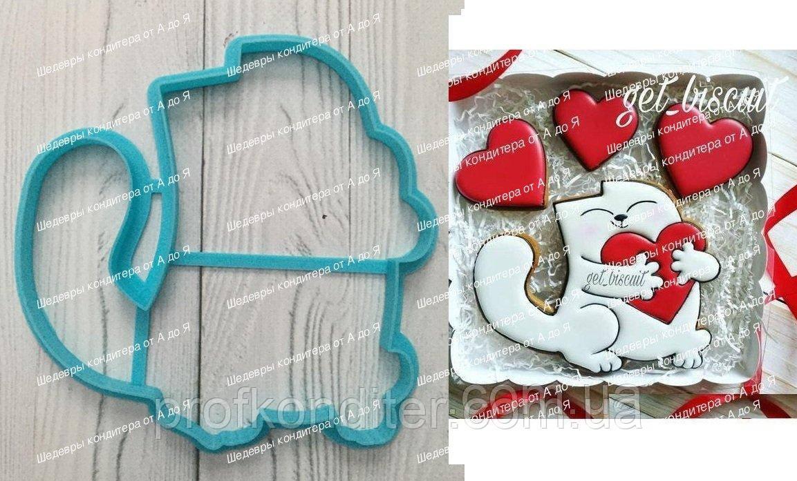 Пластикова вирубка Кіт з серцем, висота 12см