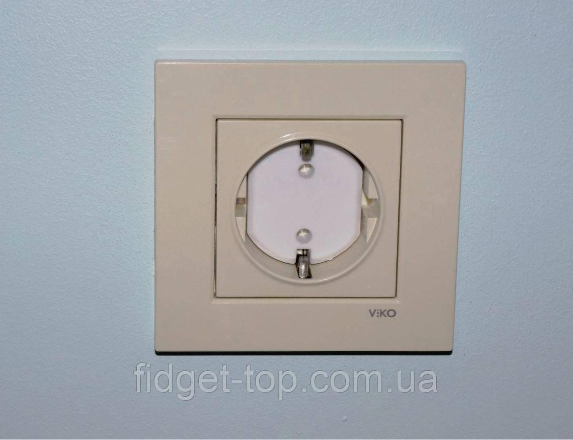 Заглушки на розетку для защиты детей от электричества
