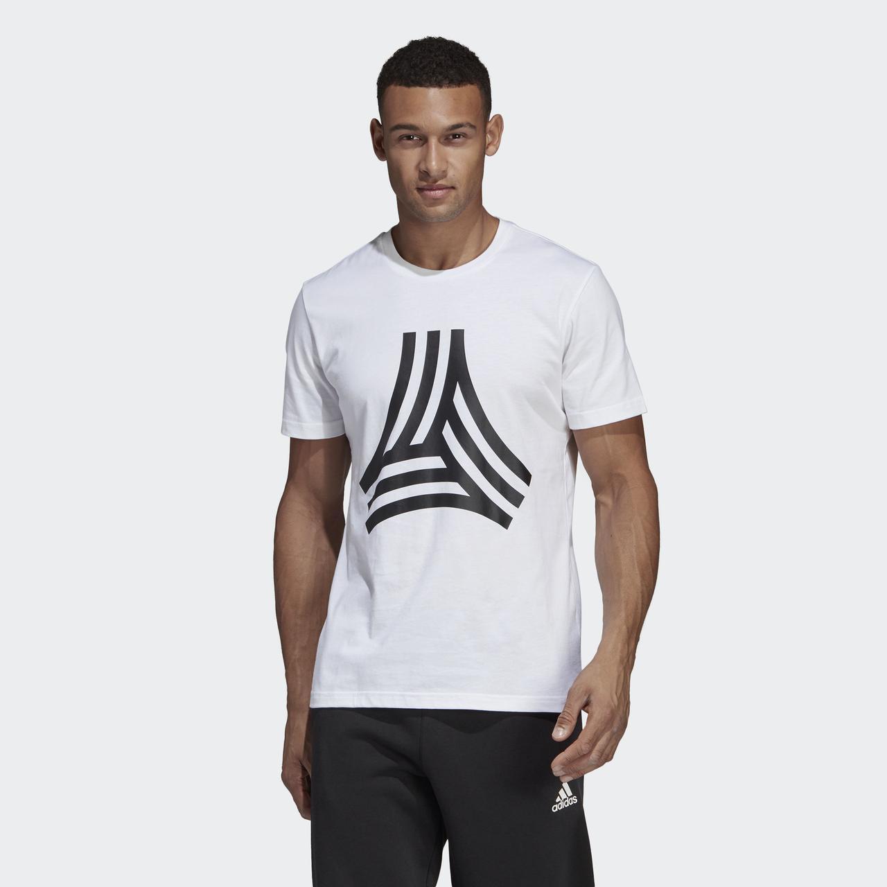 33b26fbc9064f7 Белая футболка Adidas TAN Graphic DP2694 - 2019: продажа, цена в ...