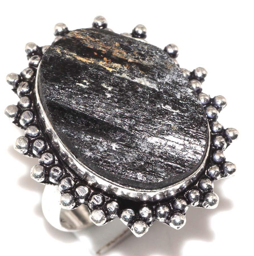 Кольцо черный турмалин шерл. Кольцо с черным турмалином в серебре. Размер 18. Индия