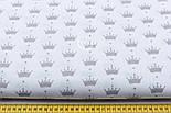 Ткань с маленькими одинаковыми коронами  серого цвета на белом фоне №245, фото 2