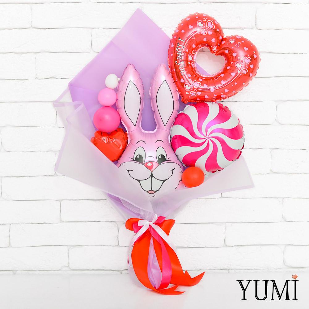 Букет из мини-фигур с зайцем, конфетой и сердцем вензель