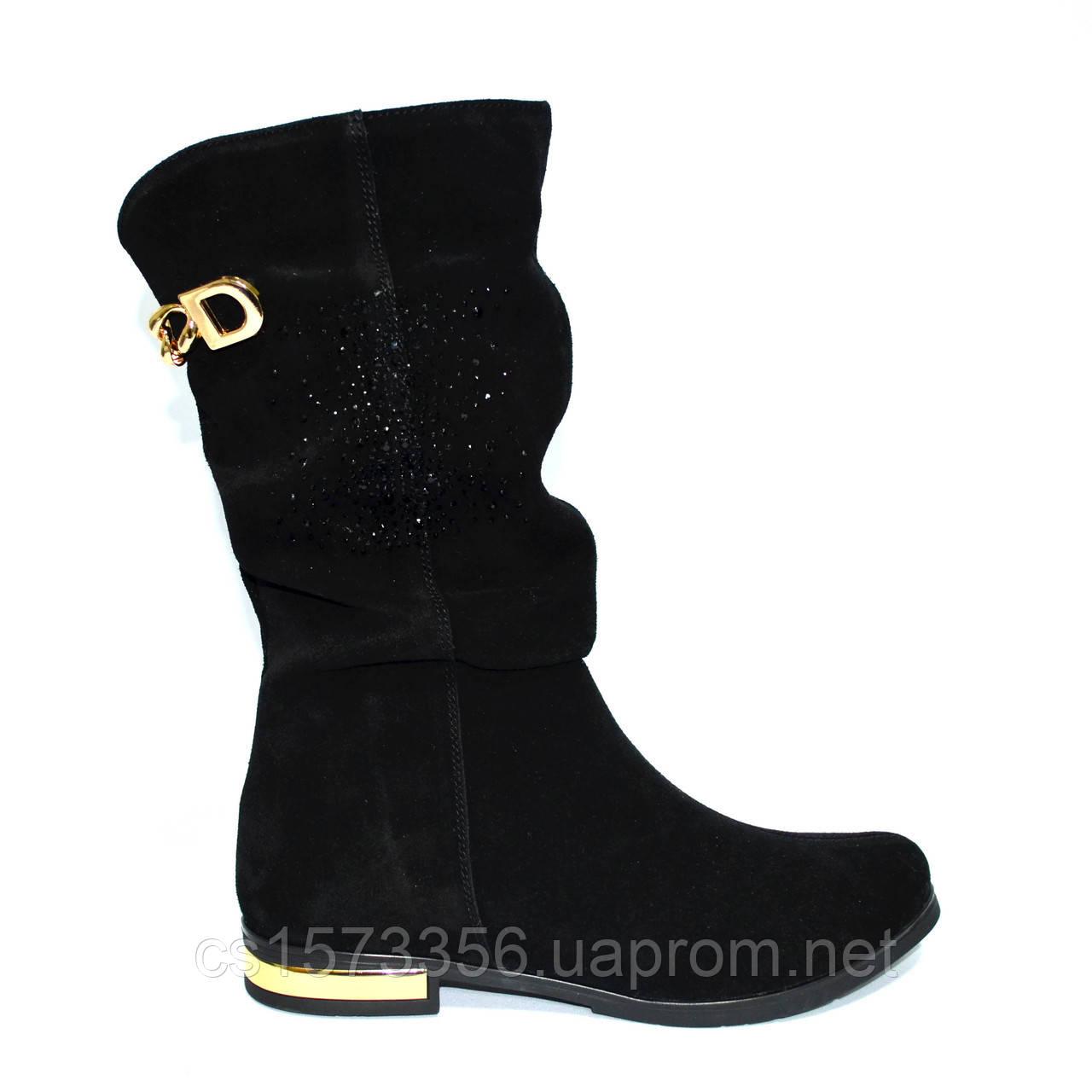 a2e545cd Женские зимние замшевые ботинки на низком ходу, декорированы накаткой  камней и цепочкой