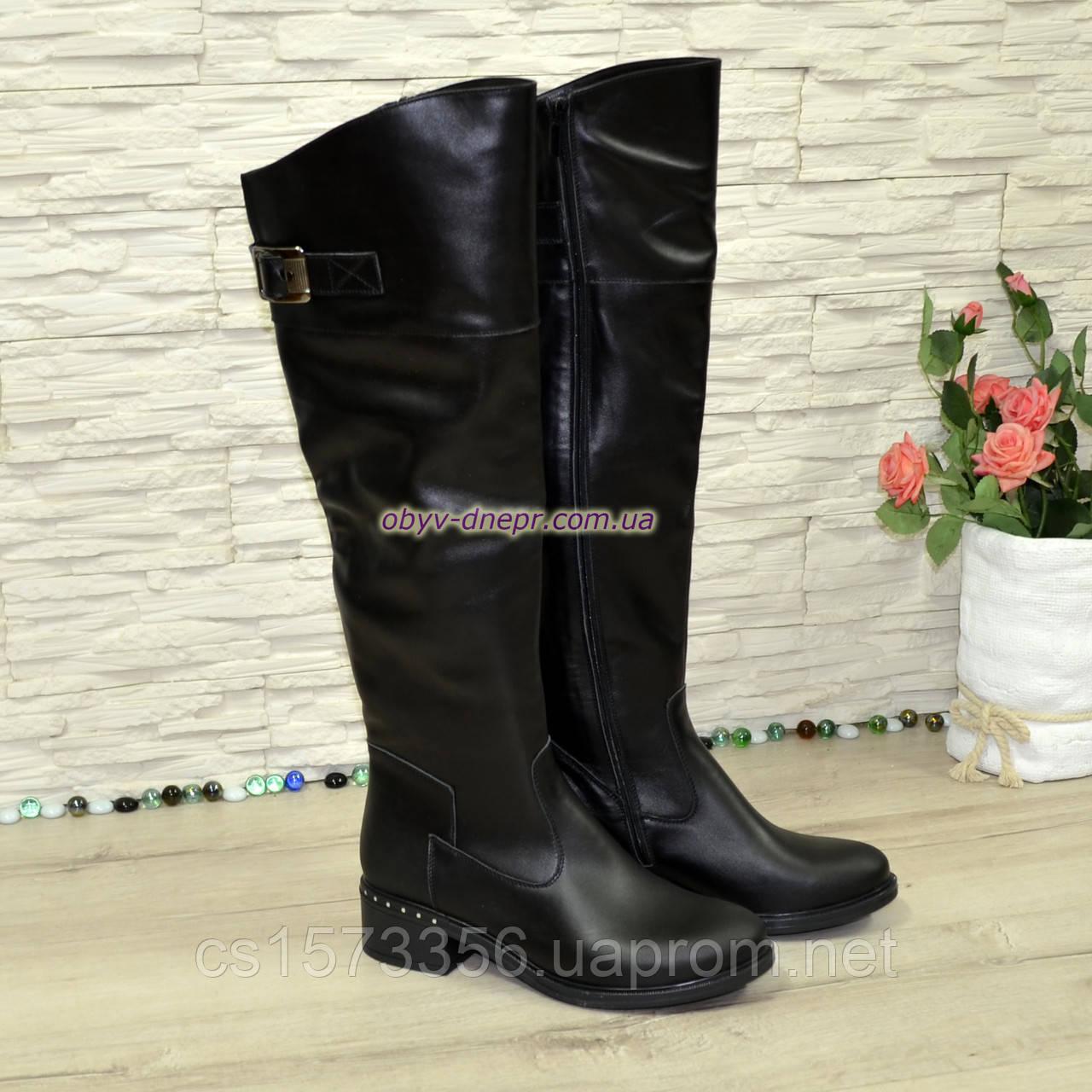 Ботфорты кожаные женские демисезонные на каблуке, черного цвета.