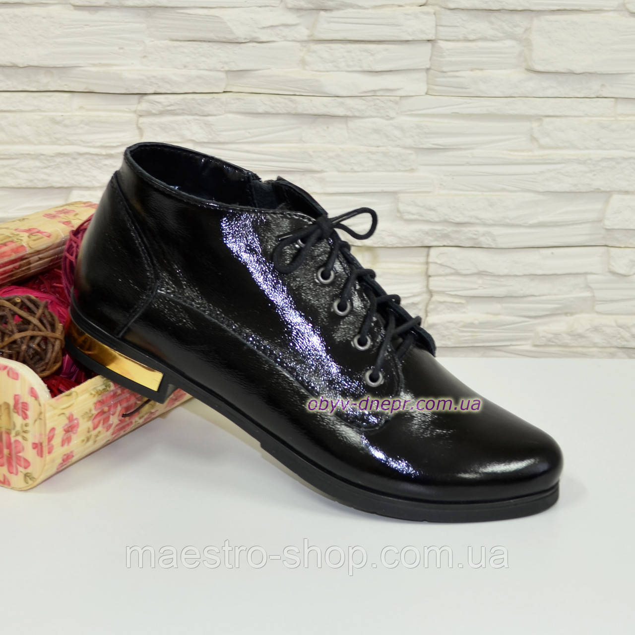 Стильные женские лаковые ботинки, внутри на байке.