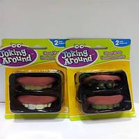 Гумові зуби, страшні. На блістері 2 штуки - різні.