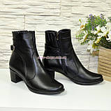 Жіночі демісезонні черевики, декоровані ремінцем, фото 3