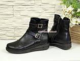 Жіночі демісезонні черевики на товстій підошві, декоровані ремінцями., фото 3