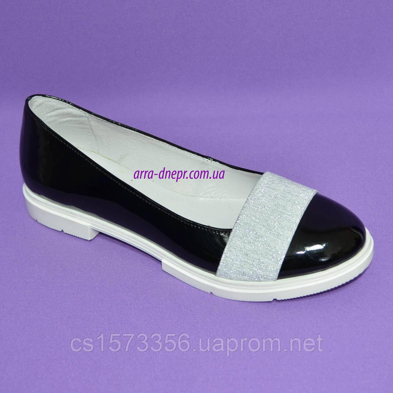 Женские лаковые черные туфли на утолщенной белой подошве